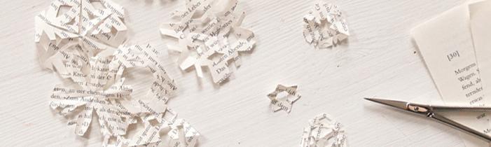 Schneeflocken auf und aus Papier